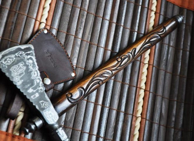CUSTOM HANDMADE DAMASCUS KNIFE TOMAHAWK AXE, BEAUTIFUL WALNUT HATCHET