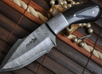 DAMASCUS HUNTING KNIFE BUFFALO HORN HANDLE-FULL TANG