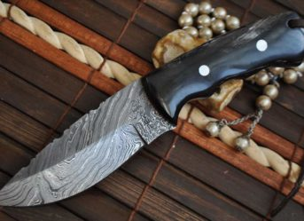 CUSTOM HANDMADE DAMASCUS HUNTING KNIFE HORN HANDLE