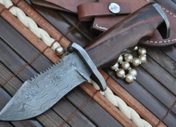 CUSTOM MADE DAMASCUS HUNTING HUNTING KNIFE - CAMMANDO KNIFE