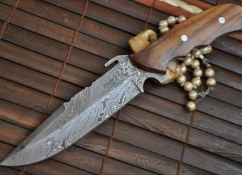CUSTOM MADE DAMASCUS HUNTING KNIFE - WALNUT HANLDE