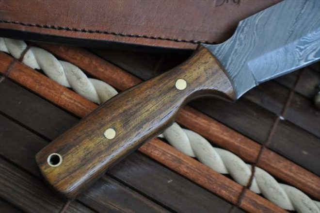 Custom Made Damascus Hunting Knife Steel with Root Wood