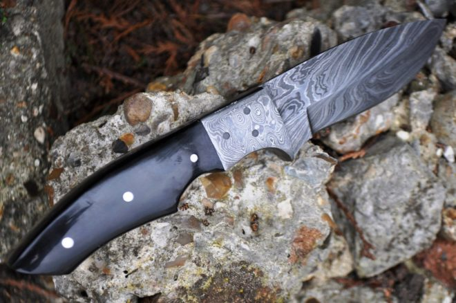 Damascus Hunting Knife with Buffalo Horn Handle - Ideal For Camping & Bushcraft