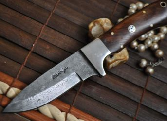 Damascus Hunting English Knife with Walnut Wood Handle