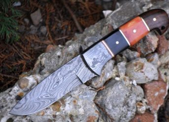 HANDCRAFTED BEAUTIFUL CAMPING KNIFE - DAMASCUS STEEL