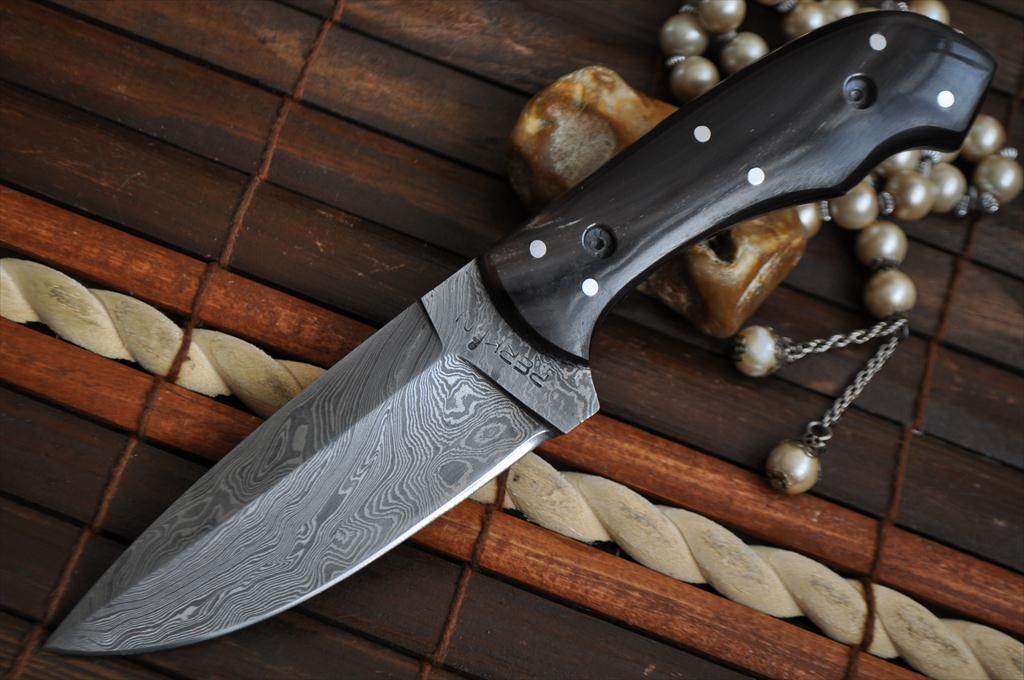 Full Tang Beautiful Damascus Knife Perfect For Bushcraft