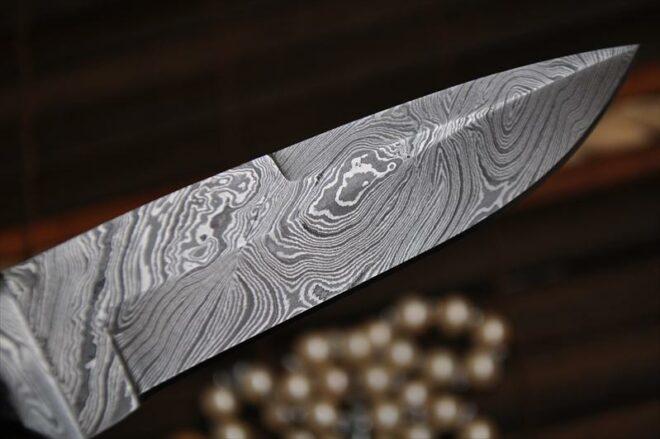 Beautiful Handmade Damascus Hunting Knife - Buffalo Horn & Mosaic Pins