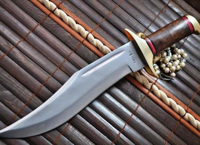 OUTSTANDING VALUE- HANDCRAFTED LARGE BOWIE KNIFE 440C STEEL & WALNUT WOOD