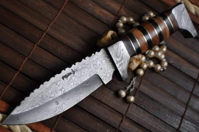 Handmade damascus steel fixed blade hunting knife with leather sheath
