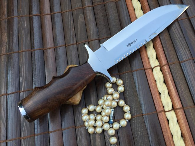 Fixed Blade Hunting Knife With Leather Sheath