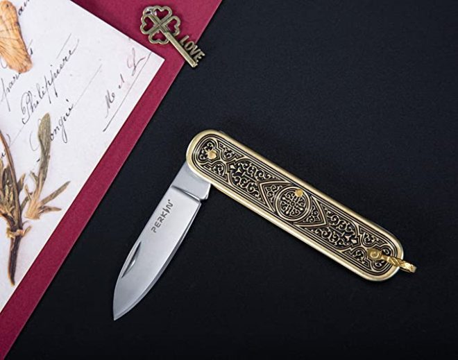 Pocket knife UK Legal, Foldable and Non- Locking Legal to Carry - B22